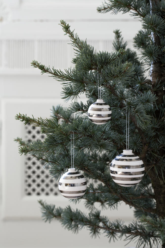 Omaggio Christmas Baubles Silver 1_Low resolution JPG_245568